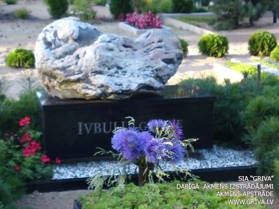 Laukakmens kapu piemineklis kombinācijā ar pulētu
