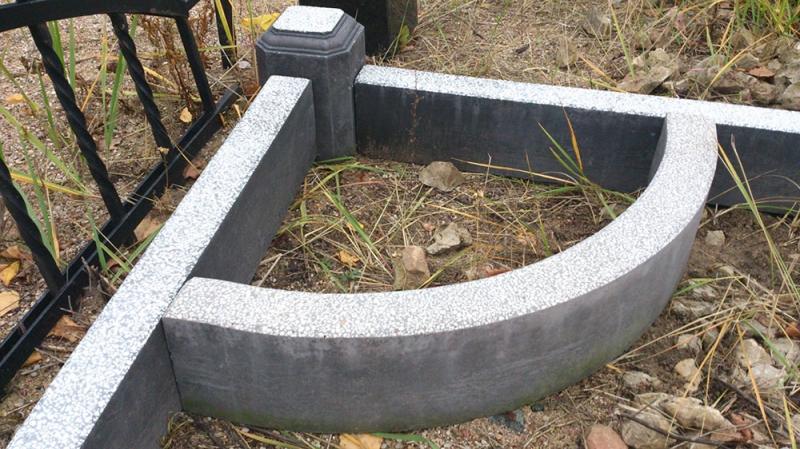 Mazcenas kapu pieminekļis