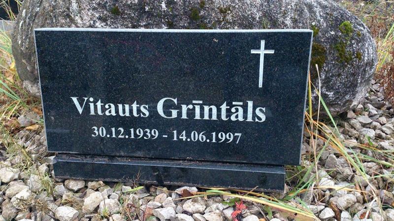 Mazcenas granītu kapu pieminekļis