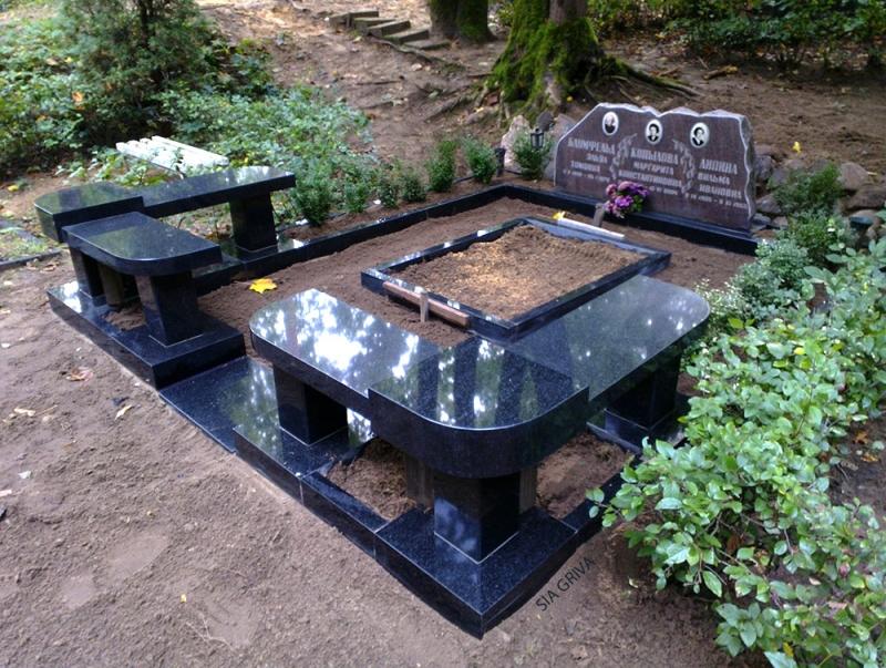 Скамейки из гранита для мемориальных комплексов