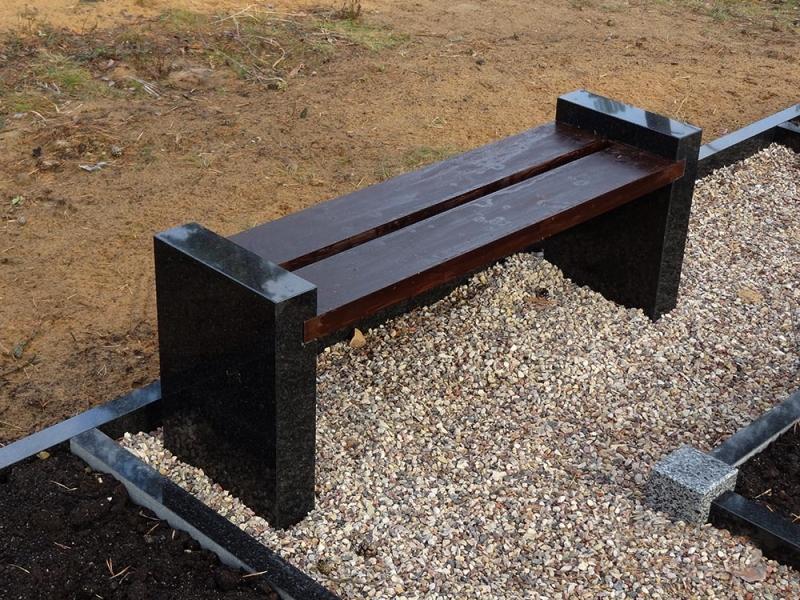 скамейка из камня и дерева