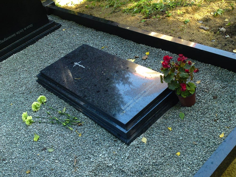 Granīta kapu plāksne