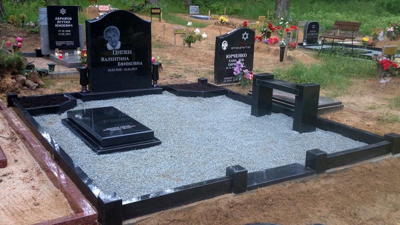 Мемориальный ансамбль на Еврейском кладбище в Риге