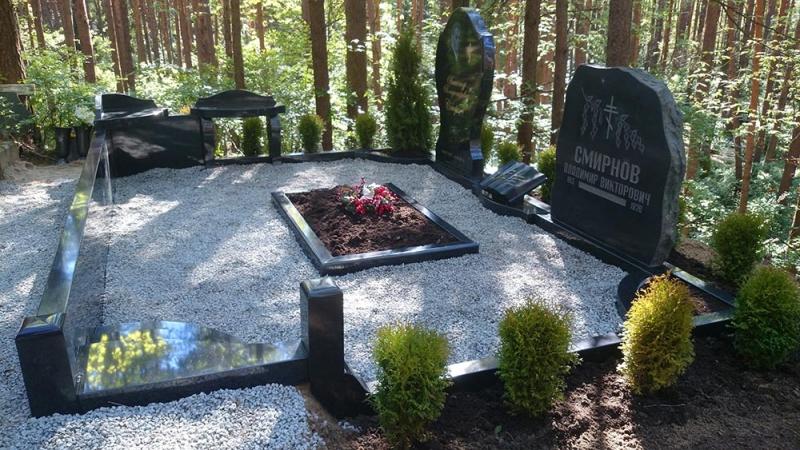 Мемориальный ансамбль на кладбище Lāčupes в Риге
