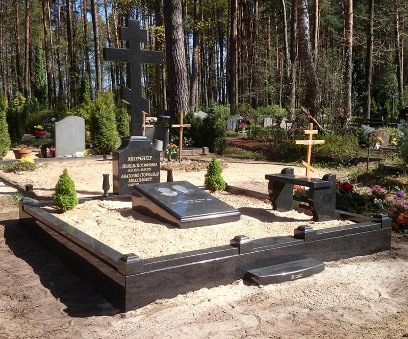 Семейное оформление захоронения с православным крестом