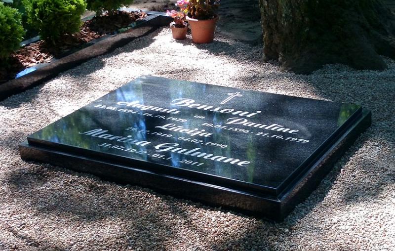 Slēgtā kapu plāksne no Karēlijas granīta