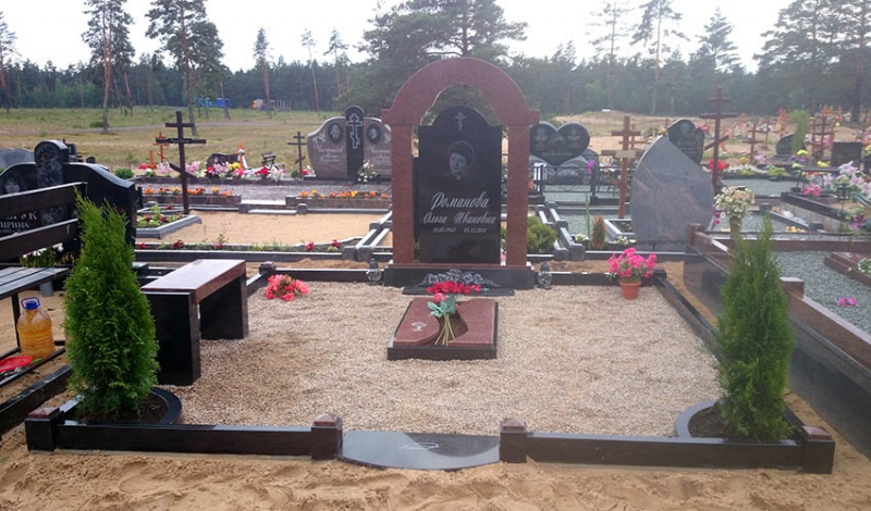Ekskluzīvs pieminekļu ansamblis ar arku no Zviedrijas granīta