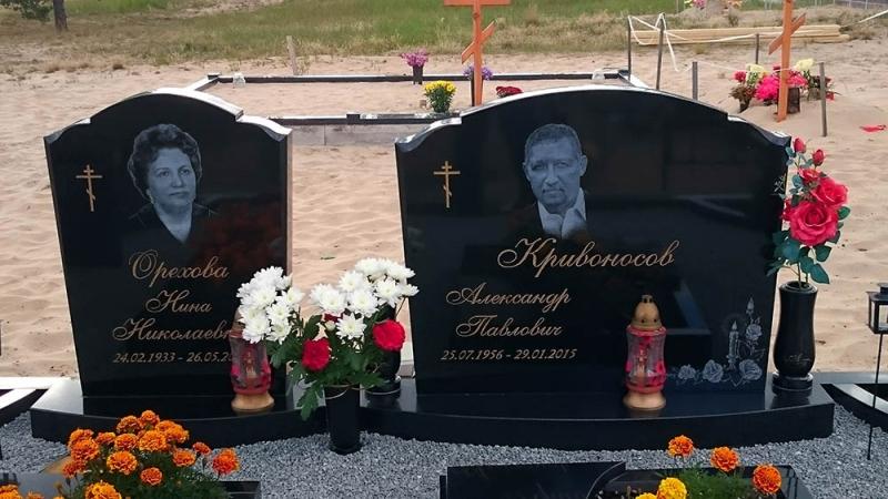 Ģimenes kapu pieminekļu ansamblis no Zviedrijas melnā granīta Bolderājas kapos, Rīgā