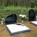 Kalts un dabisks granīta kapu piemineklis
