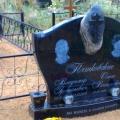 Ekskluzīvs kapu pieminekļu ansamblis ar unikalo krustu