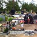 Ekskluzīvs kapu pieminekļu ansamblis ar pulētu pieminekli