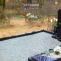 Pulēts granīta piemineklis