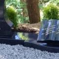 Pulēts granīta piemineklis grāmatas formā