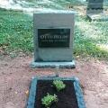 Kaltas apstrādes kapu piemineklis,kalts kapu rāmītis no melnā granīta